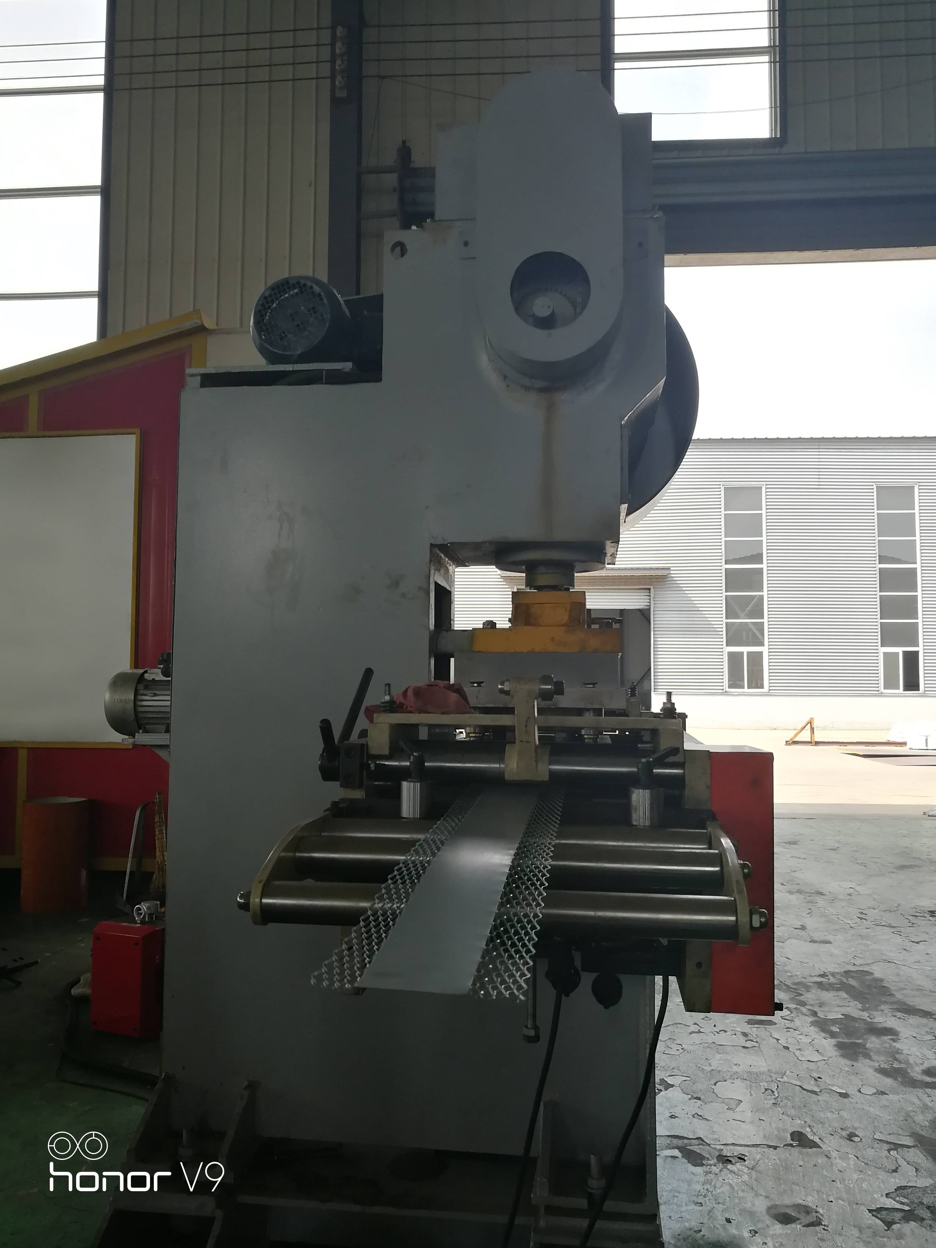 Hot Sale for C U Channel Making Machine - Net type wall angle roll forming machine – Zhongtuo detail pictures