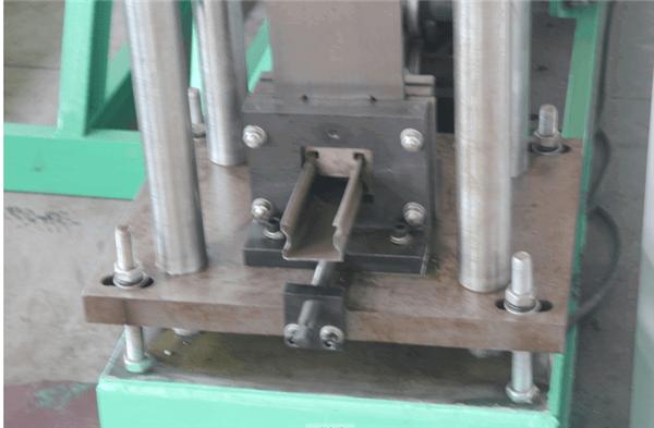 China Light Duty Upright Pillar Roll Forming Machine
