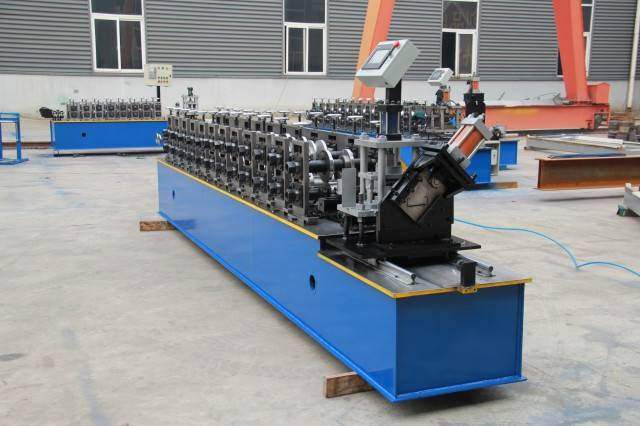 The popular C and Z purline roll forming machine