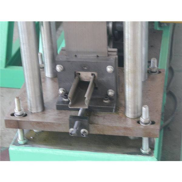Manufactur standard Metal Glazed Tile Double Deck Roofing Roll Forming Machine - Light Duty upright pillar roll forming machine – Zhongtuo detail pictures