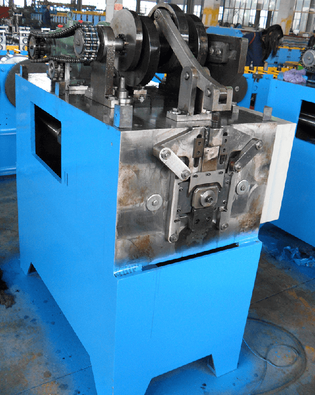 Square downpipe making machine f